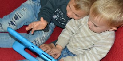 Using screen time to advantage bilingual children kids