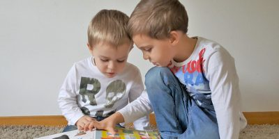 bilingual-siblings-factors-determine-language-preference
