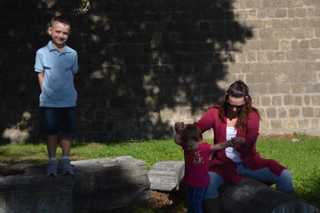 Brunella-and-her-children-at-the-Aragonese-Castle-2017