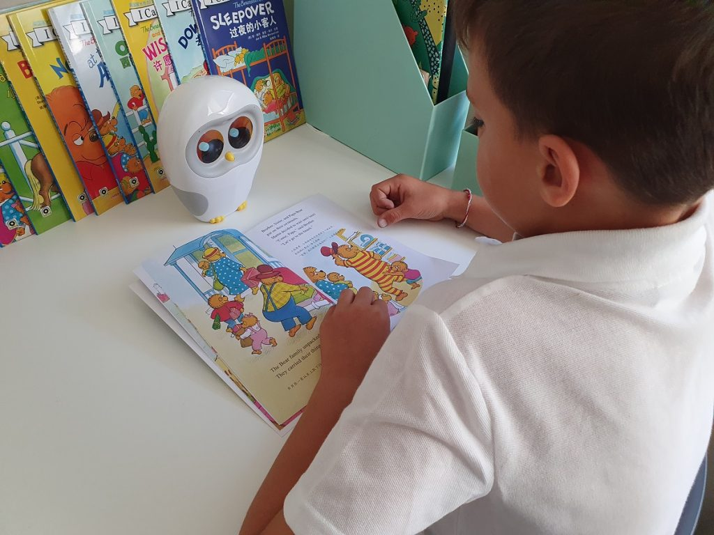 Luka Reading Robot Helps Kids love to read